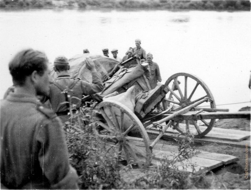25 июля 1941 года. На снимке видны советские военнопленные.