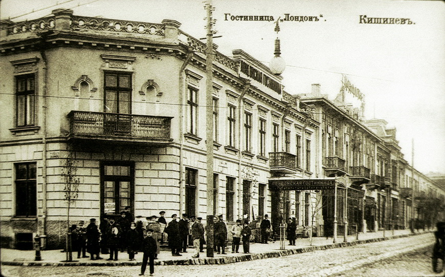 Гостиница «Лондонъ» в царское время. Располагалась на пересечении улиц Пушкина и Митрополита Варлаама.