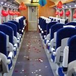 Фото дня: Вагоны поезда Кишинев-Яссы усыпаны лепестками роз по случаю праздника Драгобете