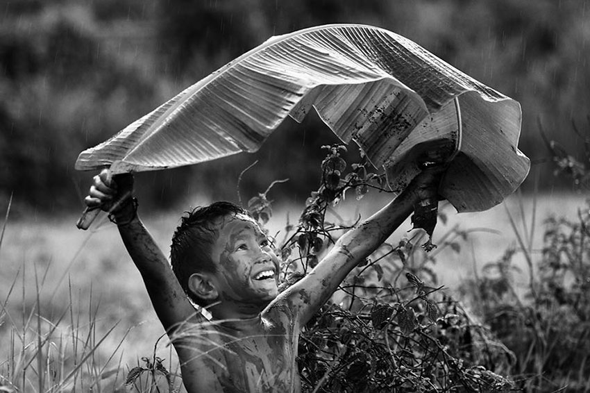 MIND-BLOWING-ARTISTIC-CHILD-PHOTOGRAPHY-BW-CHILD-2015-PHOTO-CONTEST-RESULTS26__880