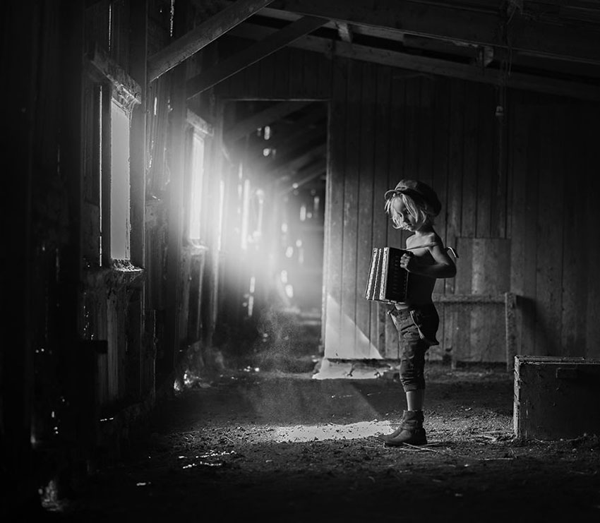 MIND-BLOWING-ARTISTIC-CHILD-PHOTOGRAPHY-BW-CHILD-2015-PHOTO-CONTEST-RESULTS4__880