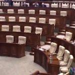 Видео: Министр образования РМ выступает в пустом парламенте