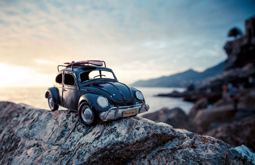 black-vw-beetle-Ridingtheshore-Camogli-Italy-October-2012-573af8969b6c4__880
