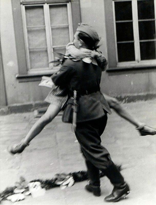 old-photos-vintage-war-couples-love-romance-22-5731f4d0a1493__880