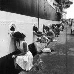 20 исторических кадров с прощальными поцелуями в военное время