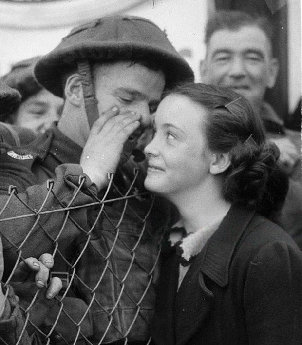 old-photos-vintage-war-couples-love-romance-56-5735a178485ac__880