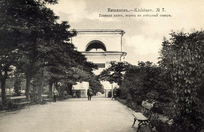 Святые Ворота. Фотография начала XX века (oldchisinau.com).