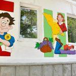 Стены одной из кишиневских школ украсили «веселыми картинками»