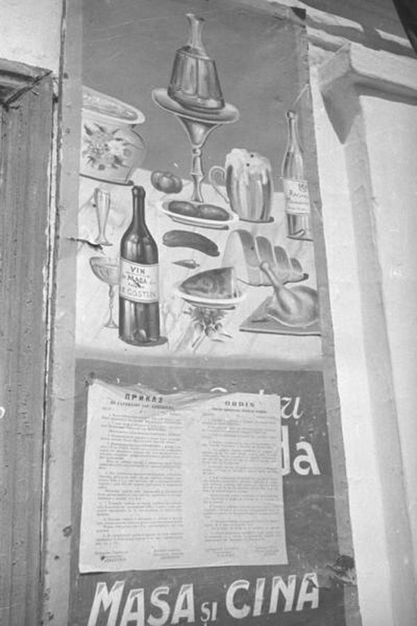 """""""Приказ по гарнизону города Кишинев"""" на ресторанной вывеске."""