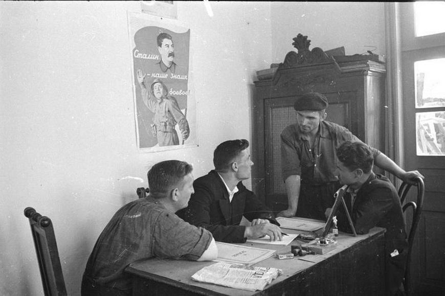 Заседание рабочего комитета литейного завода (бывшего завода Зельцера).