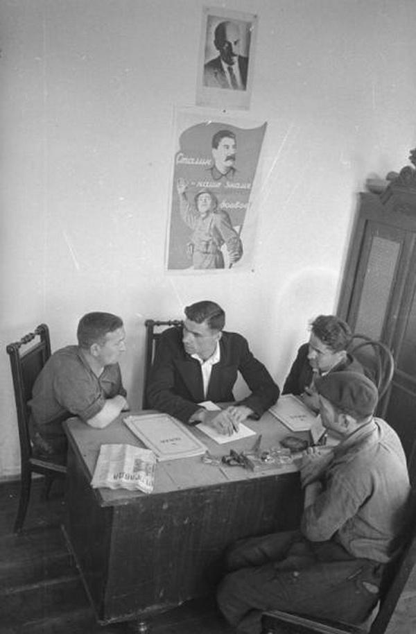 Заседание рабочего комитета завода (бывшего завода Зельцера).