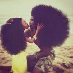 Пышные шевелюры отца и дочери покорили соцсети