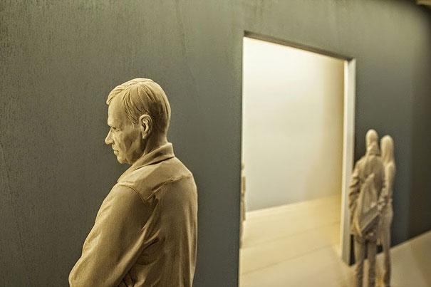 life-like-realistic-wooden-sculptures-peter-demetz-10