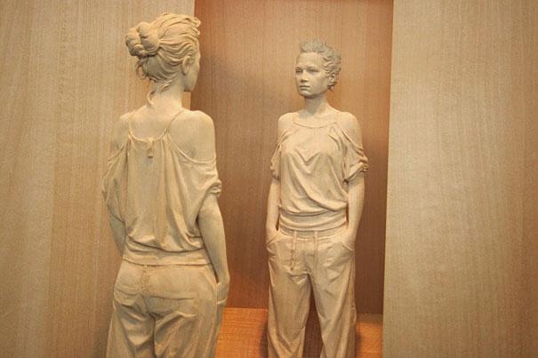 life-like-realistic-wooden-sculptures-peter-demetz-8