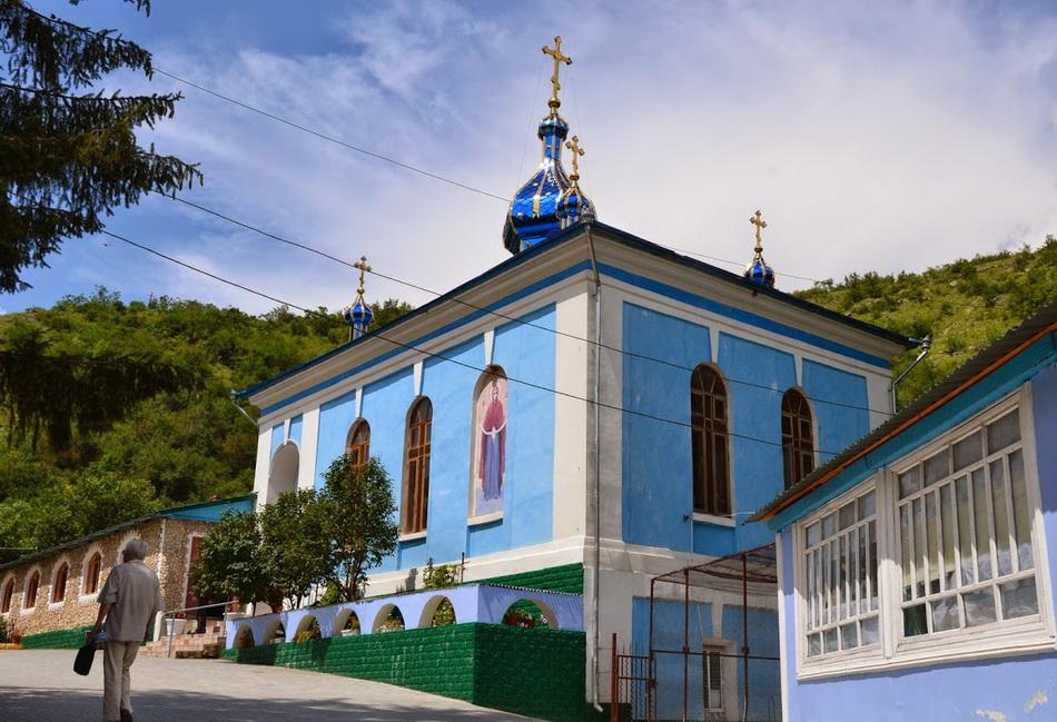 Manastirea-Saharna