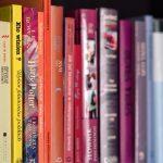 Книжная полка: 10 книг, которых хватит на всё лето