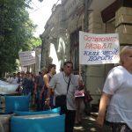 Работники железной дороги вышли на митинг