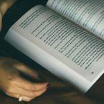 Lecturi pentru vară recomandate de tineri: Cărți pe care să le savurezi în vacanță