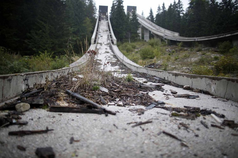 the-track-itself-is-covered-in-debris