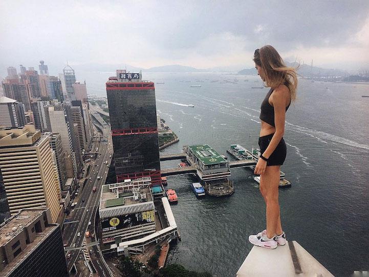angela_nikolau_selfies2