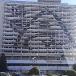 На здании гостиницы Național появились странные символы
