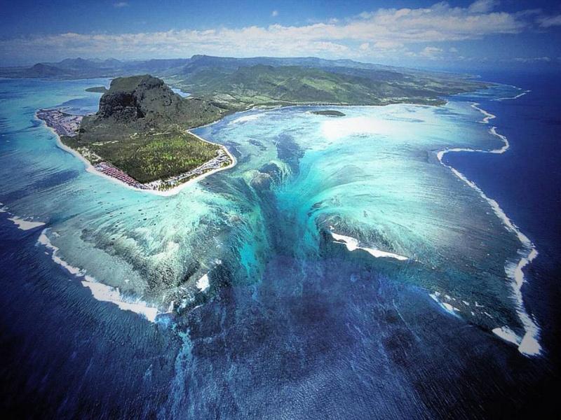 1760805-underwater_waterfall-800-369efd2f8f-1479909223