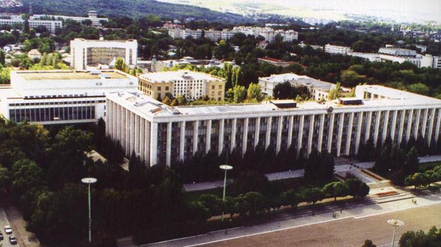 parlament_32