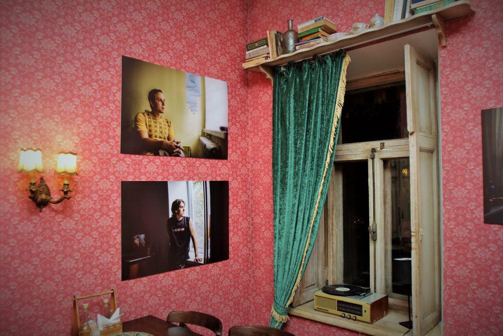 geam-session-expozitie-oameni-cu-dizabilitati-ramin-mazur-11