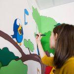 """""""Copacul vieții"""" — Chișinău is Me a pictat pe holul Centrului Mamei și Copilului"""