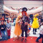 Пасхальный зайчик в Shopping MallDova дарит подарки!