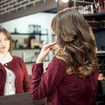 На свежую голову: 3 простых способа уложить волосы при помощи сухого шампуня