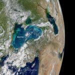 Черное море стало бирюзовым с жемчужными оттенками