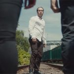 Мания преследования в новом видео Radiohead «Man Of War»