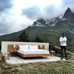 Кровать, лампа, Альпы: необычная гостиница под открытым небом открылась в Швейцарии