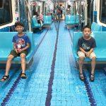 В Тайбэе вагоны метро превратили в бассейны и спортплощадки
