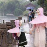 В Китае создали зонт-дождевик
