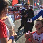 Фото дня: участник Кишиневского Марафона сделал предложение своей девушке на финише