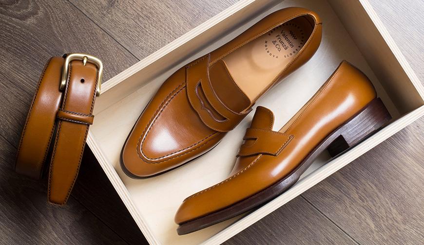 0f80f967d Потомственный сапожник, Валентин занимается индивидуальным пошивом  (вручную!) классической мужской обуви с 1989 года. Валентин изготавливает обувь  в ...