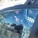 Полиция поздравила водителей с первым днем весны и подарила им мэрцишоры