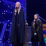 Молдавская оперная певица Анна Черникова  исполнила номер с 7-летней дочерью, заставив прослезиться членов жюри «Românii au talent»
