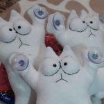 Помоги волонтерам City Cats: купи игрушечного кота для автомобиля