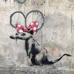 Бэнкси нарисовал шесть новых работ в Париже. Все они о мигрантах