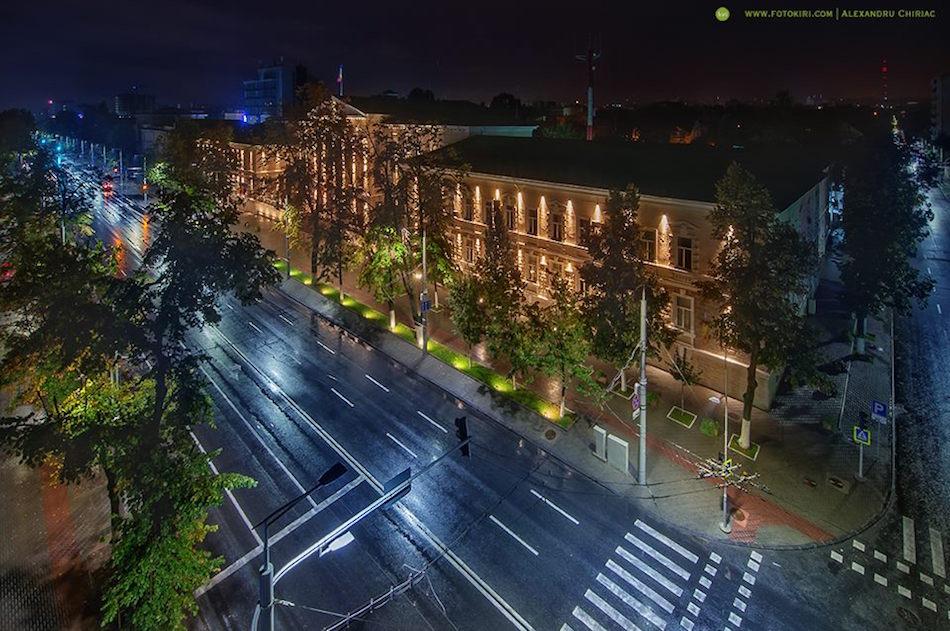 Центральная улица Штефана чел Маре. Вид на МВД
